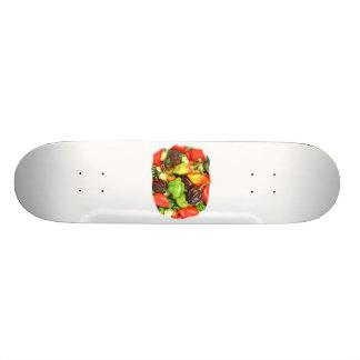 熱いぴりっとするコショウ異なった種類は、それに味を付けます! カスタムスケートボード