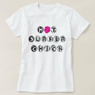 熱いサーファーのひよこ Tシャツ