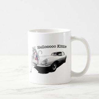 熱い猫の女の子が付いているEタイプのぎざぎざ コーヒーマグカップ