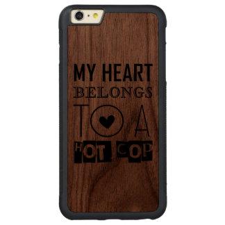 """""""熱い警察官""""のカッコいいの警官のタイポグラフィのギフト CarvedウォルナットiPhone 6 PLUSバンパーケース"""