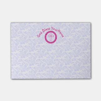熱くか明るいピンクのキリスト教のジグザグ形の十字の白 ポストイット