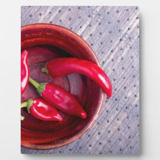 熱く赤いチリペッパーののフルーツの平面図 フォトプラーク