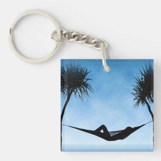 熱帯ハンモックの青空のシルエットのデザイン キーホルダー