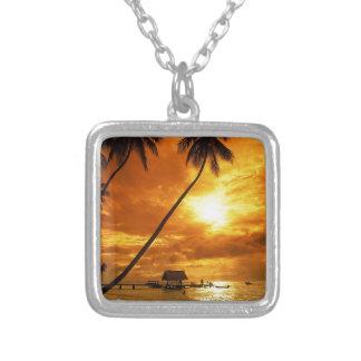 熱帯ビーチの願いカスタムな郵便はがきここにいました シルバープレートネックレス