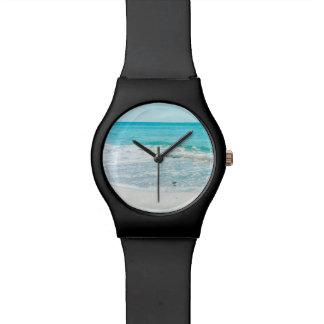 熱帯フロリダのビーチの砂の海洋波のシギ 腕時計