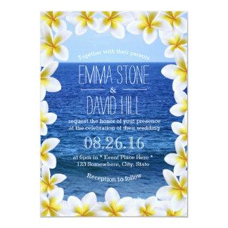 熱帯プルメリア花フレームの海の眺めの結婚式 12.7 X 17.8 インビテーションカード
