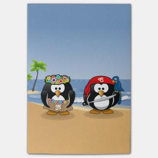 熱帯ペンギンのカップルのフラの海賊島のビーチ ポストイット