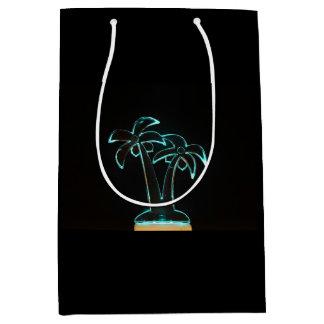 熱帯ヤシの木の上のネオンLitの一見 ミディアムペーパーバッグ