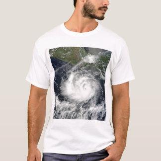 熱帯嵐Darbyの衛星眺め Tシャツ