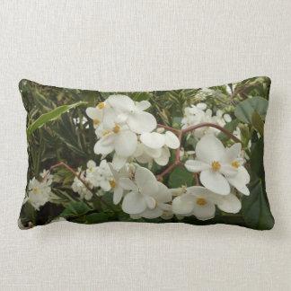 熱帯白いベゴニアの花 ランバークッション