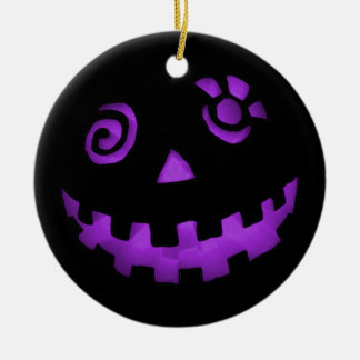 熱狂するなハロウィーンのカボチャのちょうちんのカボチャ顔の紫色 セラミックオーナメント