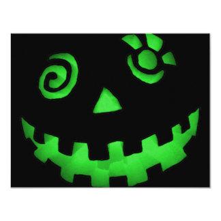 熱狂するなハロウィーンのカボチャのちょうちんのカボチャ顔の緑 カード