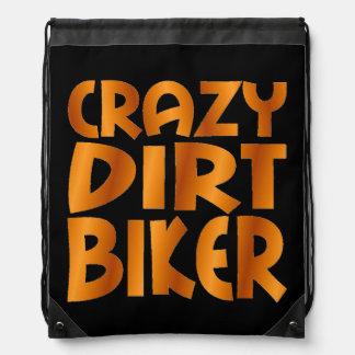 熱狂するな土のバイクもしくは自転車に乗る人はオレンジを燃え尽きます ナップサック