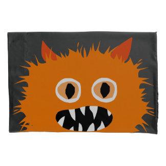 熱狂するな毛皮で覆われたかわいいオレンジモンスターの子供 枕カバー