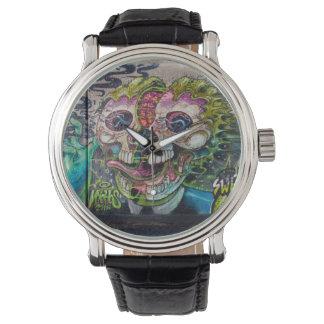 熱狂するな種類の恐怖スカルの落書き 腕時計