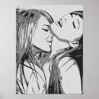 熱狂する女の子BWに接吻しているセクシーなレズビアン ポスター