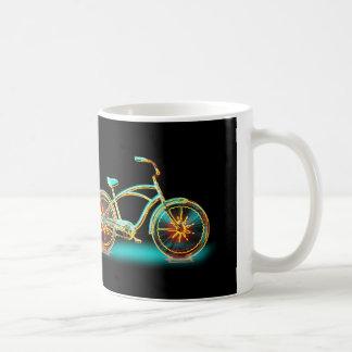 燃えるようで熱い自転車のティール(緑がかった色)の白熱 コーヒーマグカップ