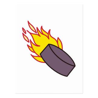 燃えるようなアイスホッケー用パック ポストカード