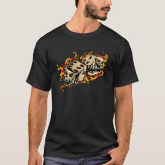 燃えるようなスカルの幸運なサイコロ Tシャツ