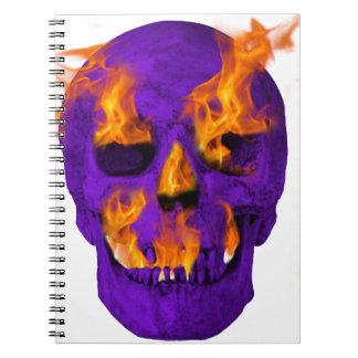 燃えるようなスカルの紫色 ノートブック