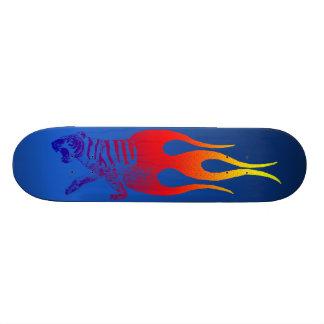 燃えるようなトラ カスタムスケートボード
