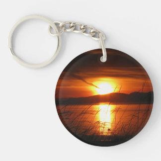 燃えるような樺の木湾の日没 キーホルダー