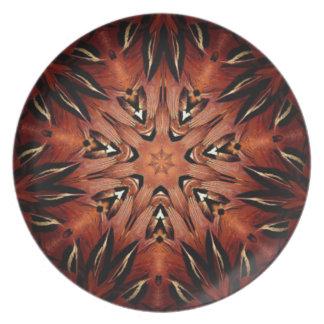 燃えるような羽の万華鏡のように千変万化するパターン プレート