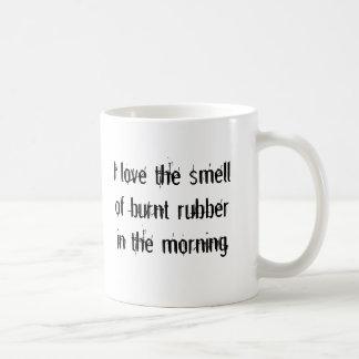 燃やされたゴム コーヒーマグカップ