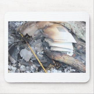 燃やされた紙 マウスパッド