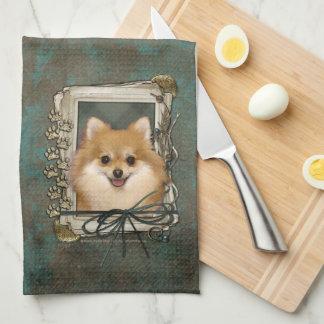 父の日-石造りの足-ポメラニア犬 キッチンタオル