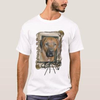 父の日-石造りの足- Rhodesian Ridgeback Tシャツ