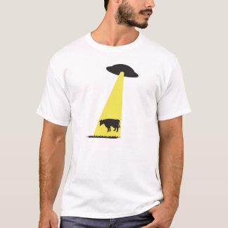 牛がUFOのに誘拐 Tシャツ