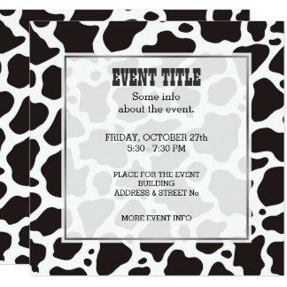 牛パターン背景の正方形の招待状 カード