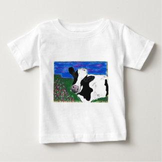 牛、農場、動物、田園の、手塗りの子牛 ベビーTシャツ