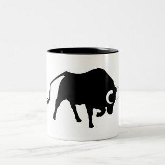 、牛moggy、ウシ牛、闘牛、corrida、角 ツートーンマグカップ