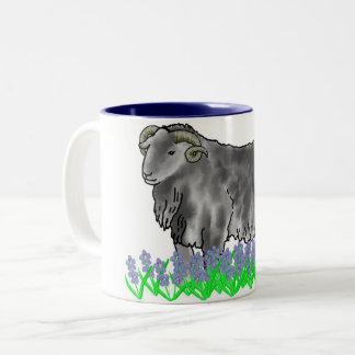 牡羊座のラムおよびBluebellsの芸術のマグ ツートーンマグカップ