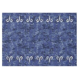 牡羊座の(占星術の)十二宮図の印の青いデジタルカムフラージュ テーブルクロス