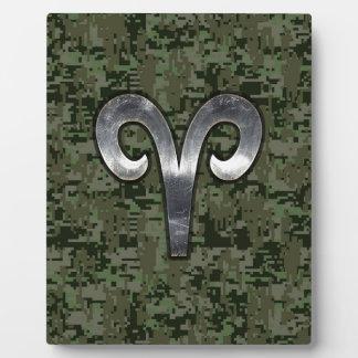 牡羊座の(占星術の)十二宮図の記号の緑のデジタル銀製の迷彩柄 フォトプラーク