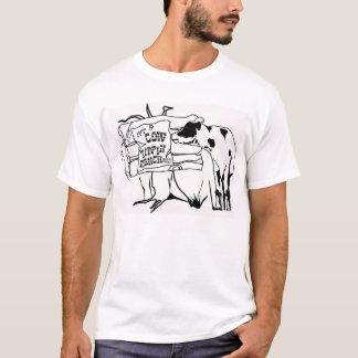 牧場をひっくり返している牛 Tシャツ