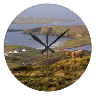 牧歌的なアイルランドの海岸 ラージ壁時計