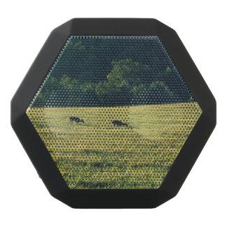 牧草を食べているシカ ブラックBluetoothスピーカー
