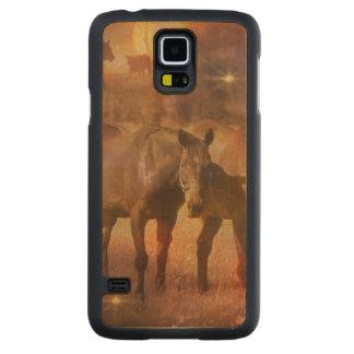 牧草を食べている西部の馬 CarvedメープルGalaxy S5スリムケース