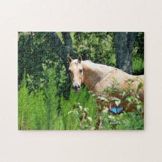 牧草地のジグソーパズルのPalominoの馬 ジグソーパズル