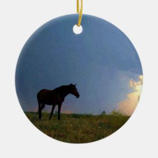 牧草地の馬のシルエット セラミックオーナメント