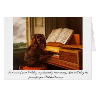 犬およびピアノが付いているおもしろいなバースデー・カード カード