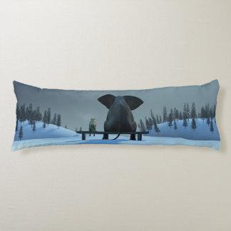 犬および象の友人の抱き枕 ボディピロー