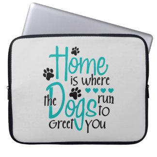 犬が付いている家 ラップトップスリーブ