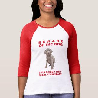 犬この小犬の盗みますあなたのハートを用心して下さい Tシャツ