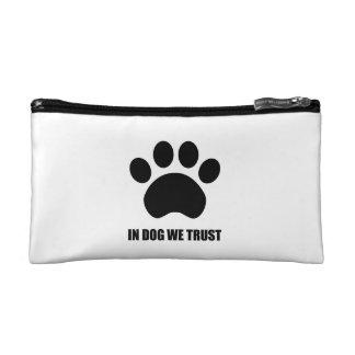 犬で私達は化粧品のバッグを信頼します