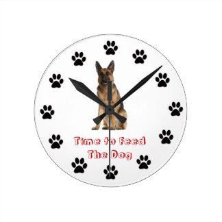 犬にジャーマン・シェパードを食べ物を与える時間 ラウンド壁時計